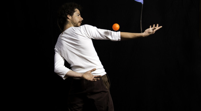 spectacle de rue, compagnie détour de rue, jongleur, indre et loire