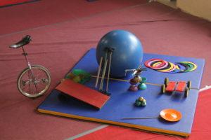 atelier cirque itinérant en indre et loire, jonglerie, magie, équilibre, monocycle, compagnie détour de rue, stage, atelier hebdomadaire