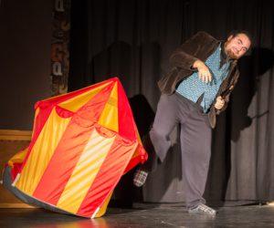 spectacle jeune public, magie, jonglerie, lumiere noire, compagnie détour de rue, indre et loire, région centre