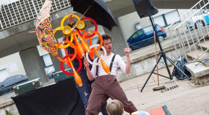 SPECTACLE DE RUE JONGLERIE, compagnie détour de rue, jonglerie, équilibre, indre et loire, spectacle fixe, jongleur